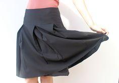Yoke pleated skirt
