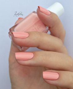 Van D'Go, Essie - pinky peach #nail_polish / lacquer @lackfein - girly + perfect spring color