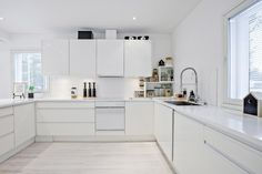 Designing home interior in a pure white palette Kitchen Surface, Balcony Railing Design, Minimal Kitchen, Natural Kitchen, Great Rooms, Dining Area, Home Kitchens, Kitchen Design, Kitchen Cabinets