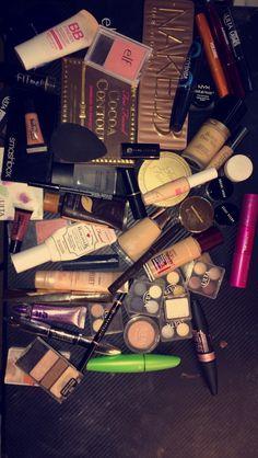 Makeup Looks Horrible On Me. Makeup Looks Pale Skin via Makeup Revolution Sephor. Makeup Inspo, Makeup Tips, Eye Makeup, Angel Makeup, Makeup Videos, Makeup Brushes, Beauty Make-up, Beauty Hacks, Beauty Tips