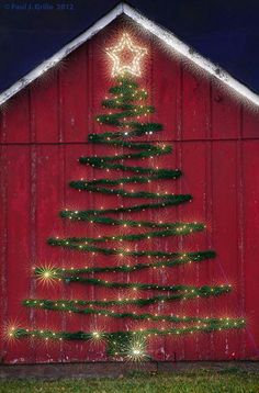 Welcome the festive season of Christmas with beautiful Christmas Outdoor Decor Ideas. From gleaming Christmas lights to outdoor Christmas trees & more. Noel Christmas, Christmas Projects, All Things Christmas, Christmas Ornaments, Christmas Yard, Simple Christmas, Christmas Island, Vintage Christmas, Cowboy Christmas