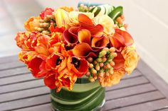 Everyone loves to receive flowers. But ordering from the florist can be expensive, and most people are too intimidated to assemble their own arrangements. Great news – creating a swoonworthy floral arrangement is easier than you might think. Orange Flowers, Cut Flowers, Flowers In Hair, Fresh Flowers, Spring Flowers, Beautiful Flowers, Spring Flower Arrangements, Wedding Arrangements, Floral Centerpieces