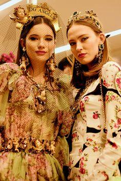E' una processione dedicata alla bellezza quella salita in passerella da Dolce & Gabbana per la sfilata Autunn Milano Fashion Week, Athletic Wear, Looks Great, Fall Winter, Runway, Vogue, Street Style, Elegant, Pretty