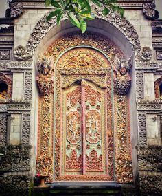 The very on-trend Tunisian door…