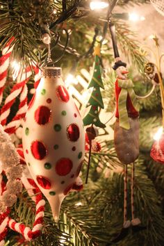 41 Awesome Whimsical Christmas Tree Decorating Ideas 22 My Whimsical Christmas Tree 3 Grinch Christmas, Christmas 2019, Christmas Home, Christmas Ideas, Whimsical Christmas Trees, Christmas Tree Decorations, Holiday Decor, Handmade Ornaments, Holiday Ornaments