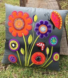 Wendy Williams : Baby Blooms Cushion Pattern 2019 Wendy Williams : Baby Blooms Cushion Pattern The post Wendy Williams : Baby Blooms Cushion Pattern 2019 appeared first on Wool Diy. Applique Cushions, Wool Applique Patterns, Patchwork Cushion, Sewing Pillows, Felt Patterns, Felt Applique, Flower Applique, Quilting Patterns, Felt Crafts