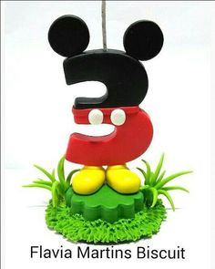 vela Mickey Fondant Numbers, Disney Precious Moments, Mickey Mouse, Pasta Flexible, Cake Toppers, Bolo Mickey, Biscuits, Cake Decorating, Candles
