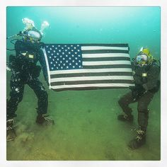 Students at Naval Diving and Salvage Training Center (NDSTC) hold an American flag  from the seafloor during surface-supplied diving operations. NDSTC, the largest diving facility in the world, trains more than 1,200 military divers from every branch of service each year. #AmericasNavy #USNavy #Navy navy.com