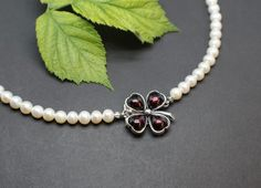 Pearl Necklace, Pearls, Bracelets, Jewelry, Fashion, Leaf Clover, String Of Pearls, Dirndl, Neck Chain