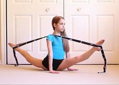 Double over splits Flexibility Dance, Gymnastics Flexibility, Gymnastics Poses, Gymnastics Videos, Gymnastics Training, Gymnastics Workout, Dance Training, Gymnastics Pictures, Flexibility Workout