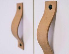 lærhåndtak til skapdører fra handmadecharlotte.com NYTT