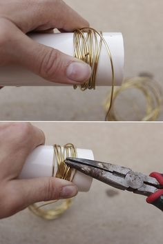 DIY Gold Wire Napkin Rings How to make gold wire wrapped napkin rings in 15 minutes for a an elegant and stylish table setting. Includes tips for selecting wire & customization options. Gold Napkin Rings, Christmas Napkin Rings, Gold Napkins, Beaded Napkin Rings, Wedding Napkins, Diy Napkin Rings Thanksgiving, Diy Wedding Napkin Rings, Wedding Table, Rustic Napkin Rings