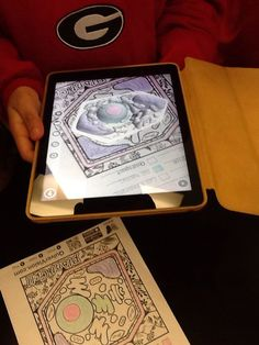 5th grade using @quivervision to look at the 3D model of the plant and animal cell they color coded!