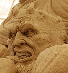 Dante's Inferno Sand Sculpture by Ray Villafane looks so real scary......