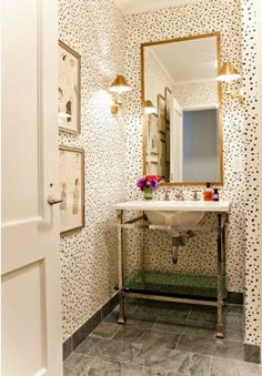 A Hammer & Heels- Style to Steal: Wallpaper in Bathrooms
