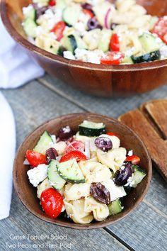 Greek Tortellini Salad Recipe on twopeasandtheirpo. - Love pasta salad, and Greek salad. This one combines both :D Pastas Recipes, Side Dish Recipes, Salad Recipes, Dinner Recipes, Yogurt Recipes, Greek Tortellini Salad, Pasta Salad, Tortellini Pasta, Greek Pasta