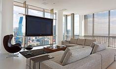 canapé de salon gris, support tv et auteuil Egg sur pied