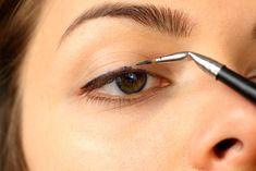 Eyeliner Fai Da Te: Ricette Naturali >>> http://www.piuvivi.com/bellezza/ricette-eyeliner-faidate-fatto-in-casa-naturale.html