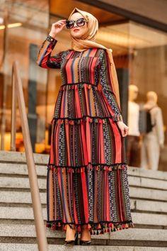 Muslim Women Fashion, Modern Hijab Fashion, Islamic Fashion, Frock Fashion, Abaya Fashion, Fashion Outfits, Party Wear Dresses, Women's Dresses, Casual Dresses