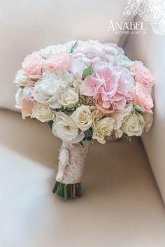 розовый, нежный букет невесты из гортензий,пионовидных роз