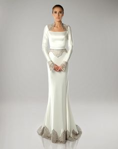 These fascinating, Haute Couture art deco wedding gowns by Spanish designer Isabel Zapardiez are not just beautiful, but many of them are truly works of 1920s Style Wedding Dresses, Popular Wedding Dresses, Wedding Gowns With Sleeves, Wedding Dresses Plus Size, Long Sleeve Wedding, 1920s Wedding, Diy Wedding, Wedding Ideas, Art Deco Wedding Theme