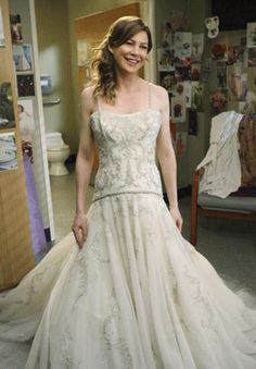 Meredith Grey chooses a wedding dress by Kenneth Pool on Grey's Anatomy. The Lana dress has crystal embroidery and a beaded halter strap. Meredith Grey, Meredith Und Derek, Celebrity Wedding Dresses, Wedding Dresses Photos, Celebrity Weddings, Grey's Anatomy, Nc Wedding Venue, Wedding Veil, Jessica Parker