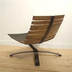 это же кресло сделать с нержавейки и обтянуть светлой кожей. Нержавейка будет видна с задней стороны.