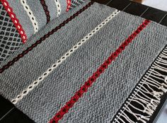 Weaving Textiles, Weaving Art, Weaving Patterns, Tapestry Weaving, Loom Weaving, Textile Patterns, Hand Weaving, Rug Inspiration, Recycled Fabric