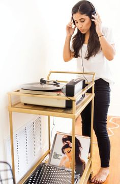 DIY du Jour: 5 Record Player Upgrades and Stand Ideas