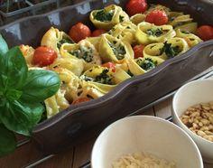 MEGA lekker pastagerecht van grote schelpen gevuld met spinazie-ricotta, en daarbij tomaatjes, pijnboompitten en Parmezaanse kaas