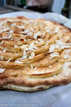 Apfel-Blätterteigschnitten mit Marzipan-Schmand // www.verenas-welt.com