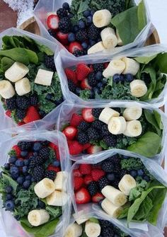 batching green smoothies in advance http://cleanfoodcrush.com/green-smoothie-packs/