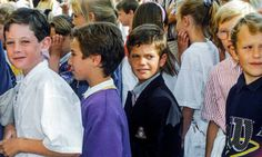 Prince Carl Philip (middle) surrounded by his classmates in 1990. Photo: Bertil Ericson/TT
