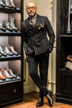 What are the dark suits, rules for wearing and recommended brands? Dapper Suits, Dapper Men, Dapper Gentleman, Gentleman Style, Mode Masculine, Mens Fashion Suits, Mens Suits, Look Man, Designer Suits For Men