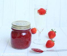 Ich liebe Erdbeeren ! Und ganz besonders, wenn sie eine Liaison mit Prosecco eingehen ;)   Diese Marmelade ist so herrlich prickelnd und f...