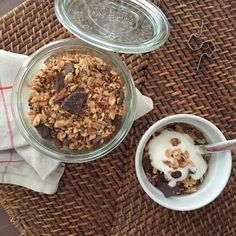 Recept: egészséges, ropogós granola müzli | Masni Granola, Diet Recipes, Smoothies, Oatmeal, Food And Drink, Cooking, Breakfast, Smoothie, The Oatmeal