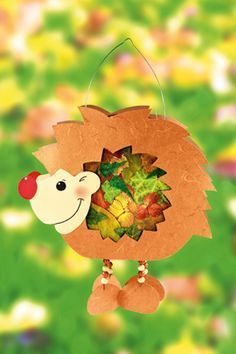 Hedgehog lantern with pressed leaves familie.de - Handmade Everything Diy And Crafts, Crafts For Kids, Arts And Crafts, Paper Crafts, Summer Crafts, Hedgehog Craft, Lantern Craft, Kawaii Diy, Autumn Crafts