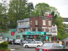 Luna Park Cafe - A delicious cafe with awesome milkshakes and old style jukeboxes in the booths. A must visit restaurant in #Seattle #Washington