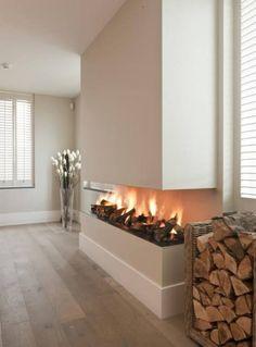 Moderne haard 3 zijdig open met houtstapel Modern fireplace