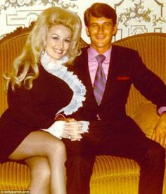 Why Dolly Parton's Husband Never Joins Her at Award Shows Dolly Parton Wrote 'Jolene' About a Real Woman Who Had a 'Terrible Crush' on Her Husbandcountryliving Dolly Parton Marriage, Dolly Parton Husband, Dolly Parton Young, Dolly Parton Family, Dolly Parton Jolene, Dolly Parton Tattoos, Dolly Parton Quotes, Country Music Stars, Country Singers