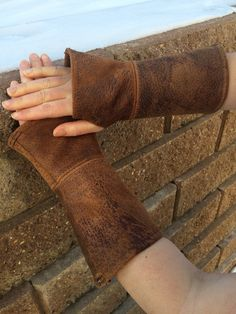 These authentic, distressed leather gauntlets will be a perfect addition to your ensemble! Whether you are a true archer, or simple with to add