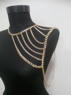 gold shoulder chain shoulder necklace body chain by MukoLuxury Shoulder Jewelry, Shoulder Necklace, Cute Gift Boxes, Cute Gifts, Jóias Body Chains, Body Necklace, Do It Yourself Jewelry, Diy Accessoires, Body Chain Jewelry