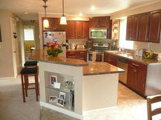 Charmant Split Foyer Kitchen With Bar And Stools. Like This Style Minus The Glass  Shelving,