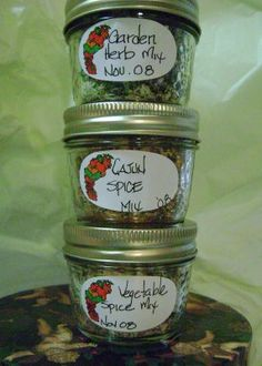 Gifts from the garden idea: Mennonite Girls Can Cook: Christmas Gifts from the Kitchen: Vegetable Spice, Garden Herb and Cajun Spice Mix. Herb Recipes, Amish Recipes, Canning Recipes, Homemade Spices, Homemade Seasonings, Spice Blends, Spice Mixes, Sauces, Cajun Spice Mix