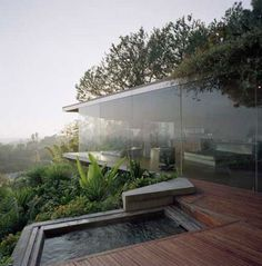 Glass House design - This cool glass wall home in the Hollywood Hills by architect John Lautner blends beautifully into its surroundings This stunning natural home design, enc Tropical House Design, Tropical Houses, Modern House Design, Glass House Design, Modern Glass House, Tropical Paradise, Architecture Design, Residential Architecture, Amazing Architecture