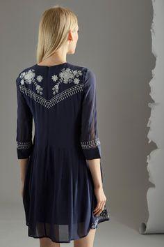 Venda French Connection / 33143 / Vestidos / Colorido estampado / Vestido florido Azul-marinho