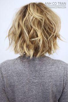 Visión posterior en capas bob peinado desordenado