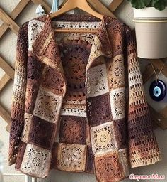 How to combine leather with knitting . Jean will be nice Cardigan with little knitting touch.This Pin was discovered by DiaHow one can mix the pores and skin with knitting . Gilet Crochet, Crochet Coat, Crochet Cardigan Pattern, Crochet Jacket, Crochet Blouse, Crochet T Shirts, Crochet Clothes, Crochet Squares, Crochet Granny