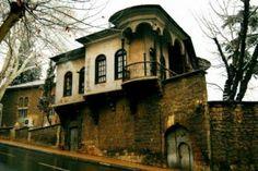 Kahramanmaras Turkey - Information Cultural Architecture, Art And Architecture, Architecture Details, Small Buildings, Turkey Travel, Ottoman Empire, Istanbul Turkey, Old Houses, Night Life