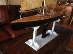 Ultimate racing pond boat Marblehead class, attributed to Aines Ballentyne , display cradle : B, Christibys